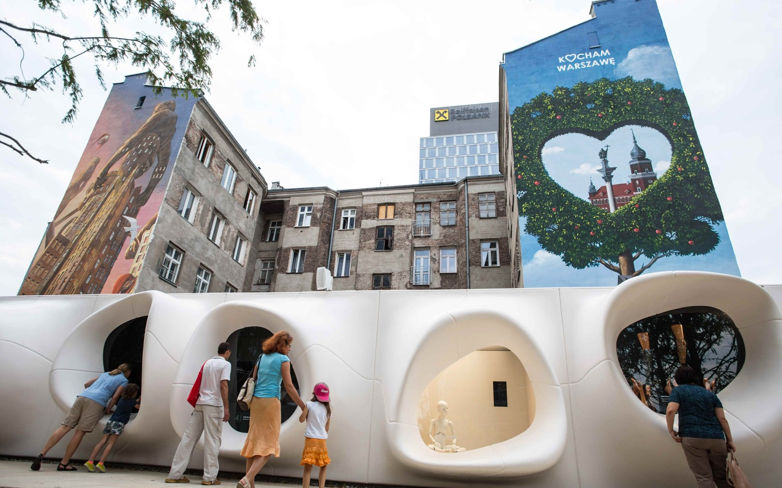 Murale-namalowane-przy-wiezowcu-Warsaw-Spire-w-Warszawie-wedlug-projektow-Rafala-Olbinskiego-oraz-Francois-Schuiten_auto_160